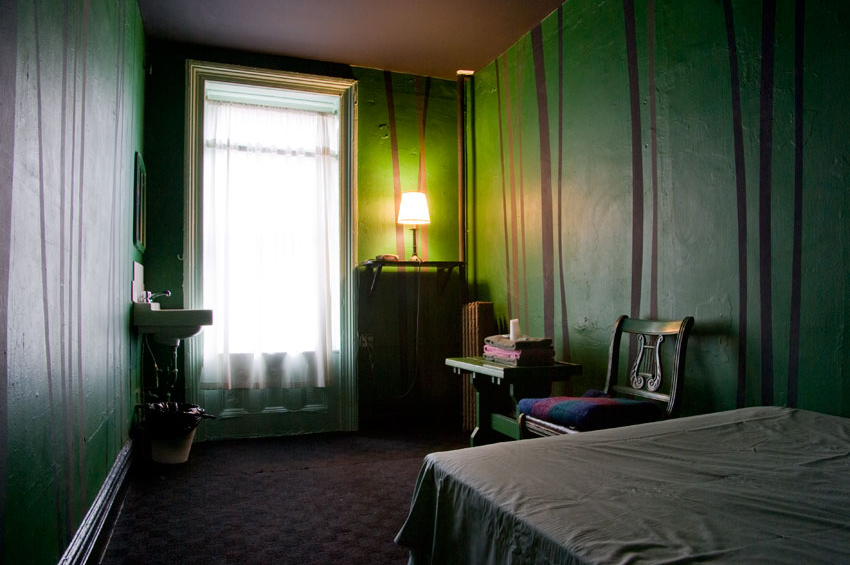 carlton-arms-hotel-archives-room-8B-geof-green-2006