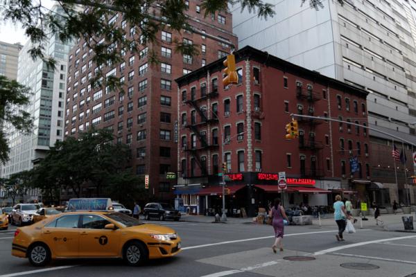 third-avenue-25-street-pedestrian-plaza